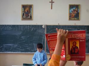 Indoctrinarea ortodoxa - o educatie sanatoasa, bazata pe frica, umilinta si supunere, careia Remus Cernea i se opune